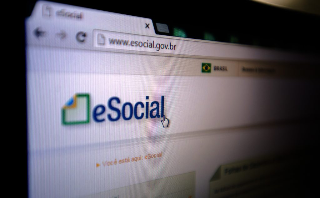 eSocial passa a substituir Livro de Registro de Empregados.