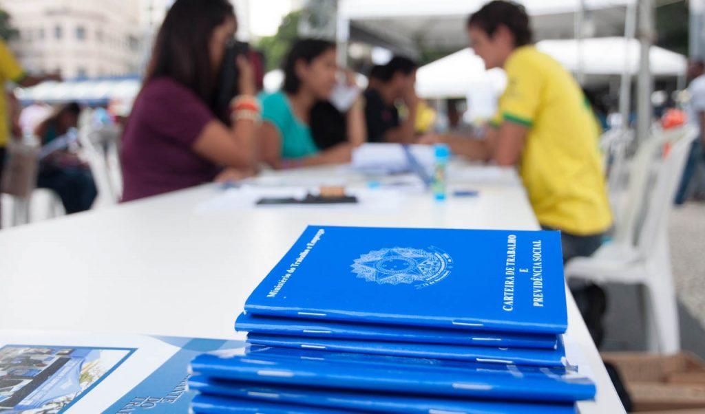 Governo lança programa para criar vagas de emprego.